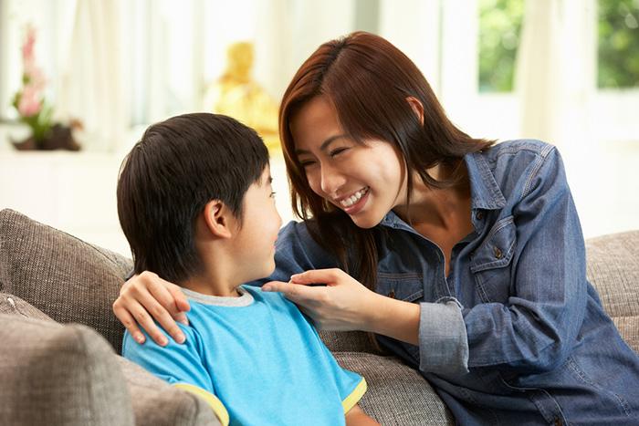 Bố mẹ cần lắng nghe con như thế nào?